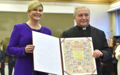 P. Božidar Nagy primio Povelju: Ona je priznanje svim dobrotvorima, volonterima i hodočasnicima